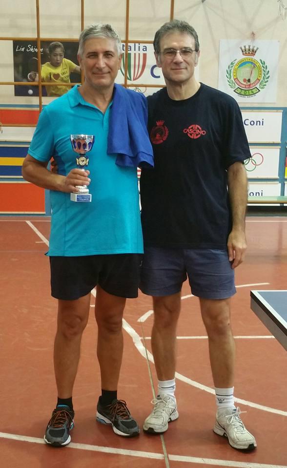 Il presidente Nino Militello con Toto' Miligi (vincitore del torneo) e con.....